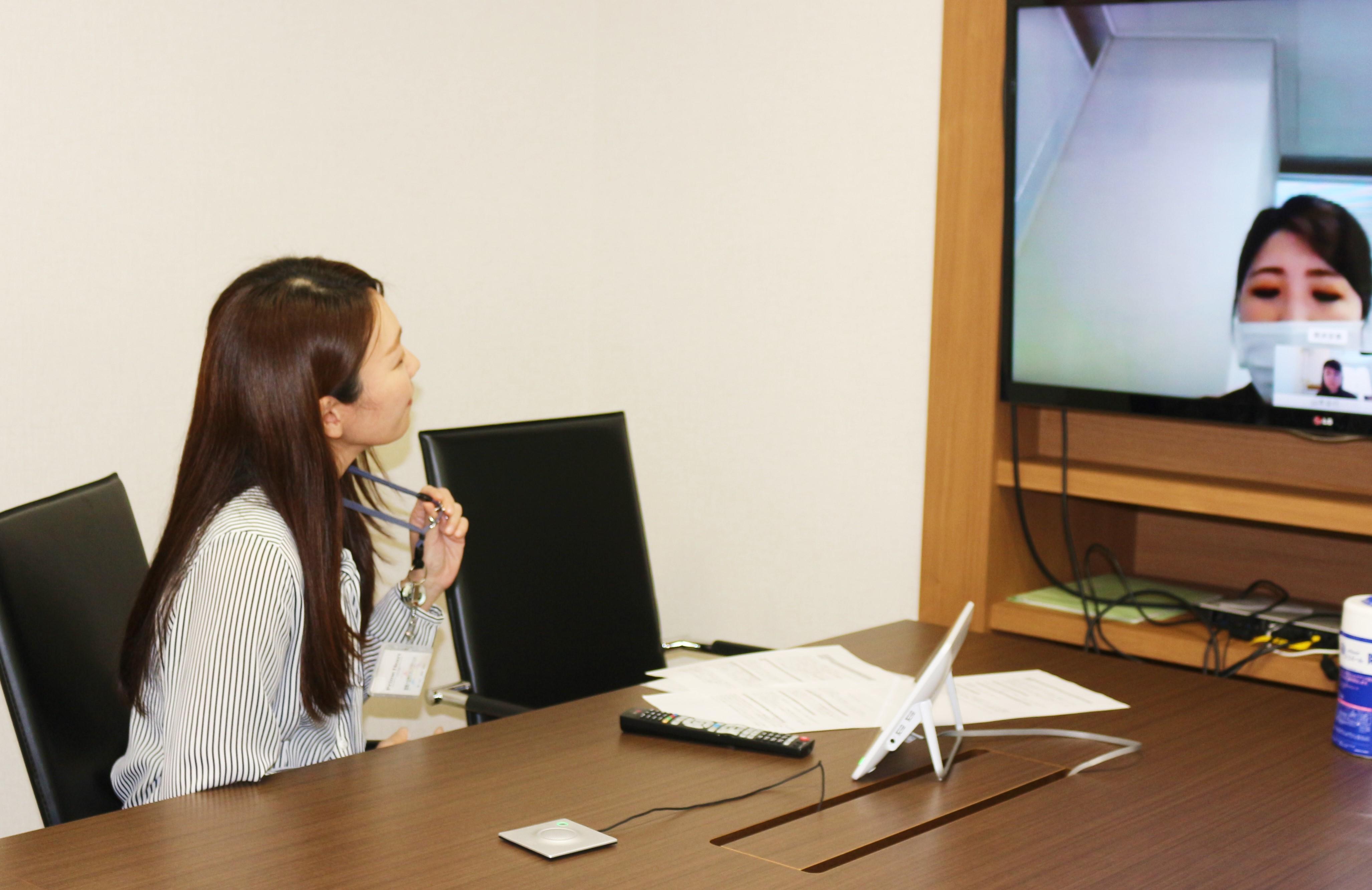 WEB会議で答える長谷さん