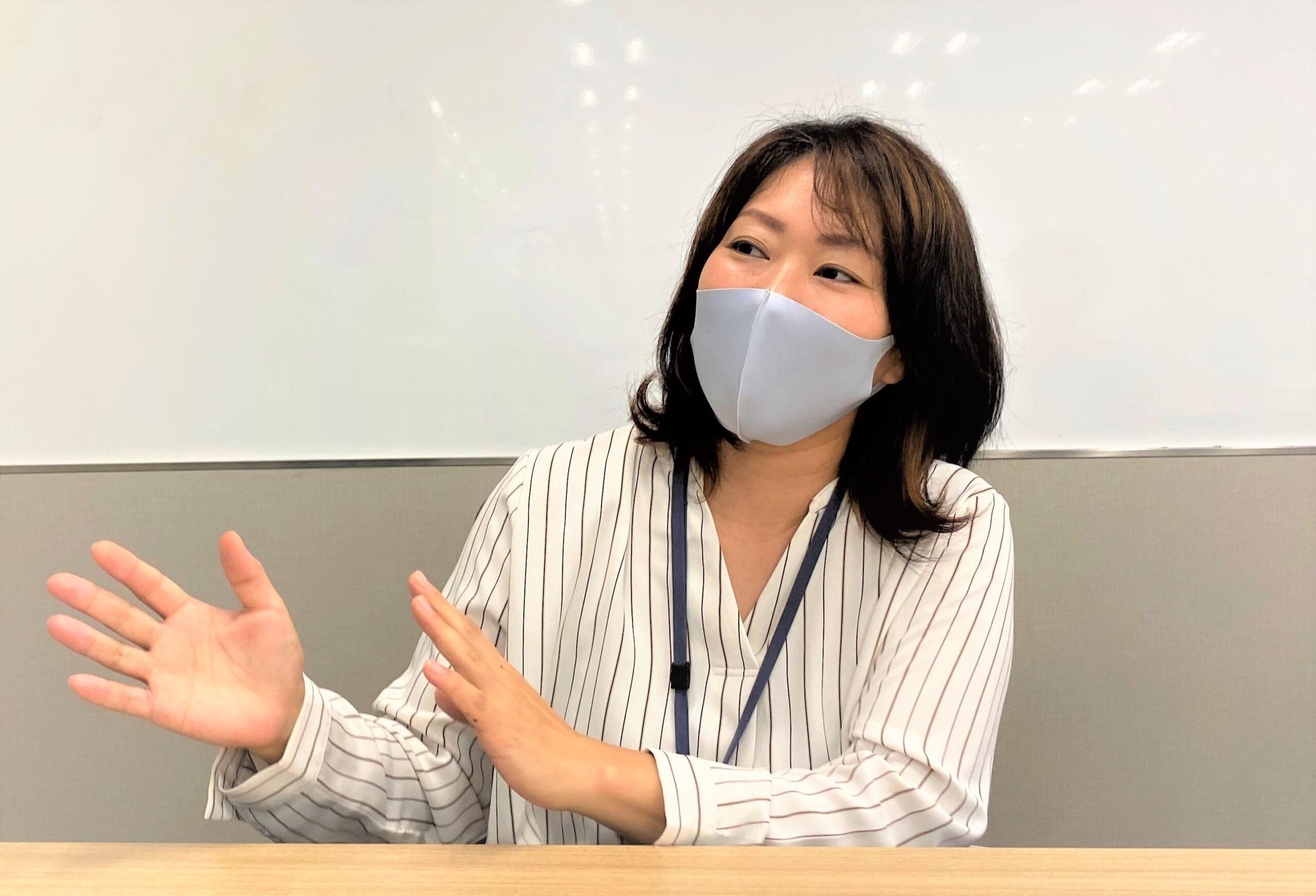 インタビュー中の福井さん