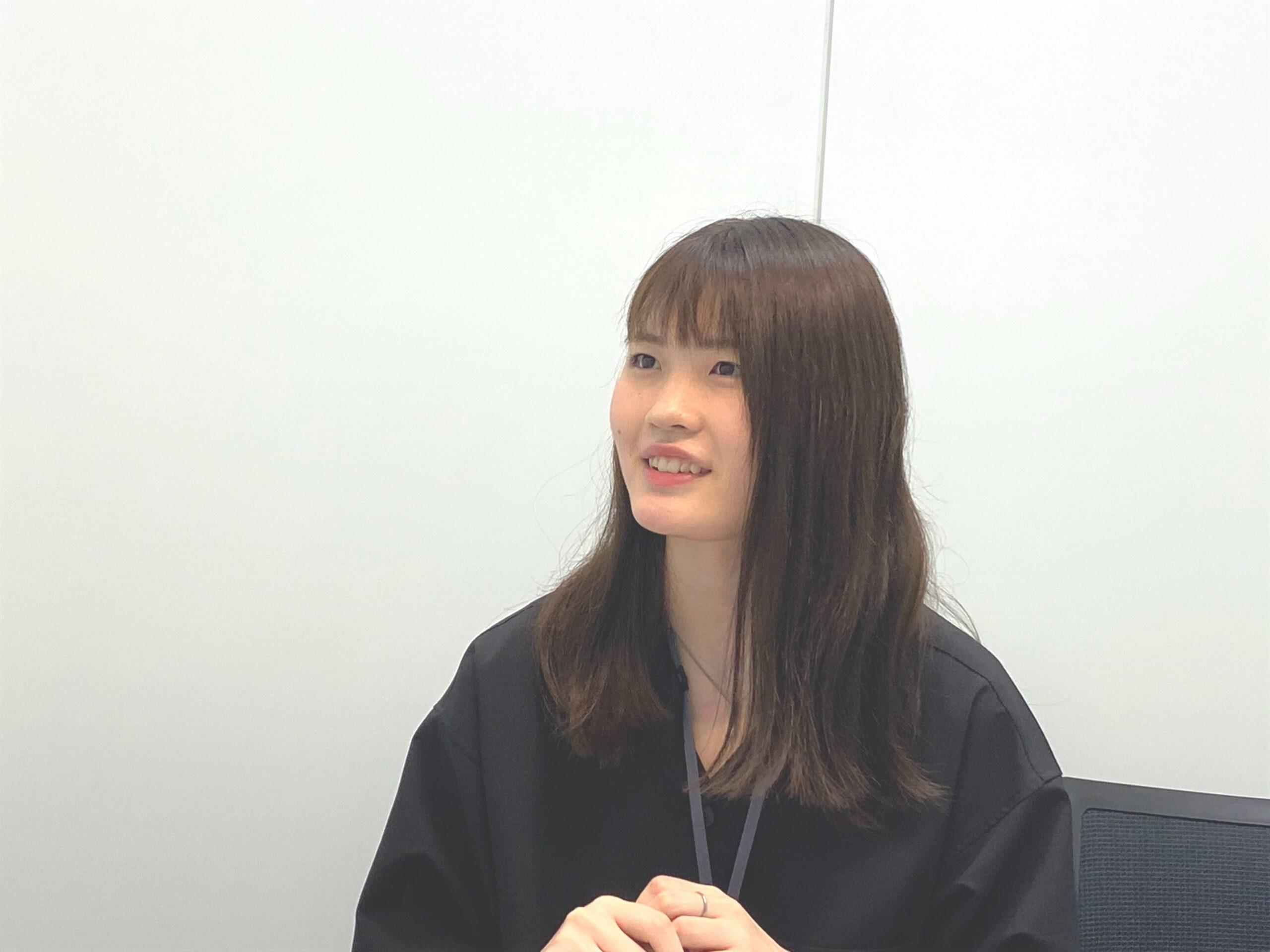 インタビュー中・門間さん1