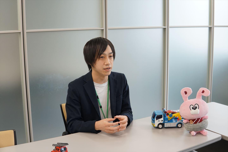 インタビュー中・吉田さん2