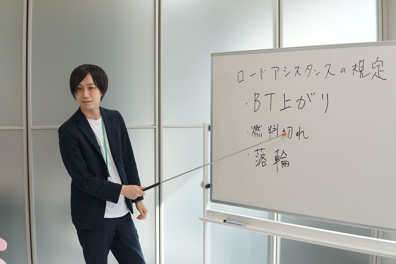 インタビュー中・吉田さん3