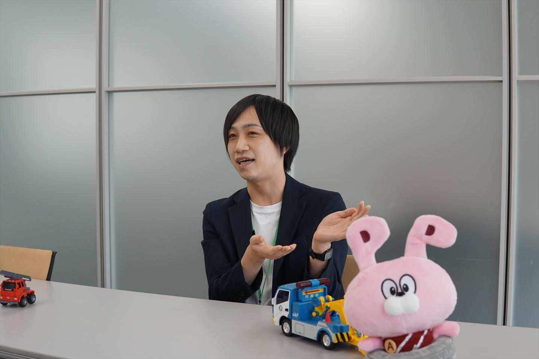 インタビュー中・吉田さん4